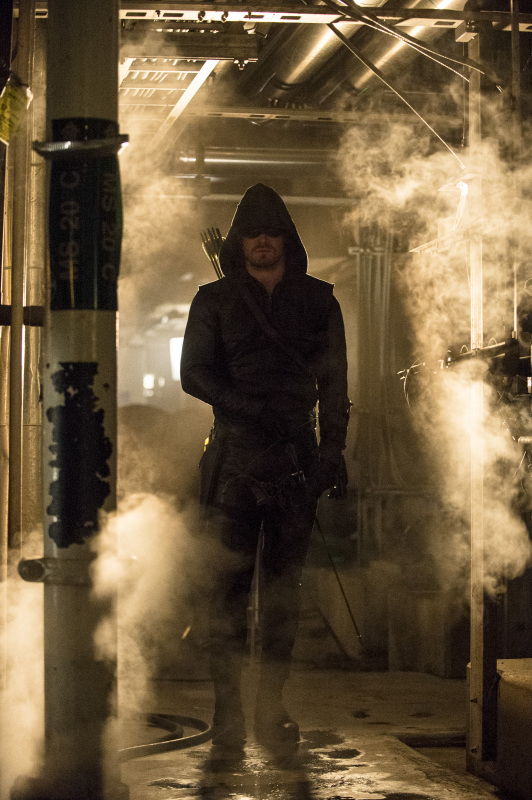 Arrow Season 2 Finale Trailer And Photos Show Heroes, Tension And Big Trouble For... #31258