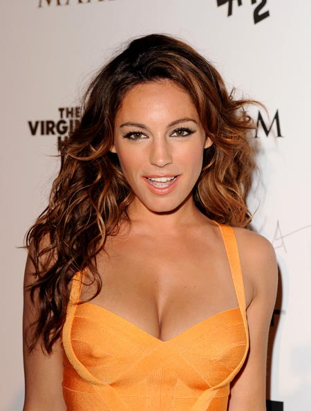 Kelly Brook to appear stark naked in London show