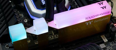 Thermaltake ToughRAM RGB Metallic Gold DDR4-3600 C18