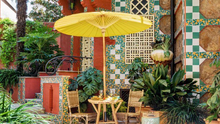Breakfast in urban garden of Antoni Gaudí's Casa Vicens