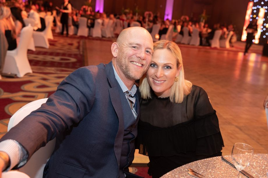 Zara Phillips and Mike Tindall stun fans by belting out 80s classic at golf bash