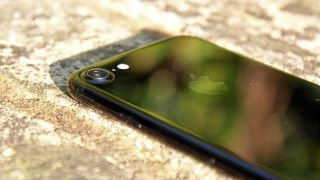 Analyst predicts iPhone 8 will have a glass back
