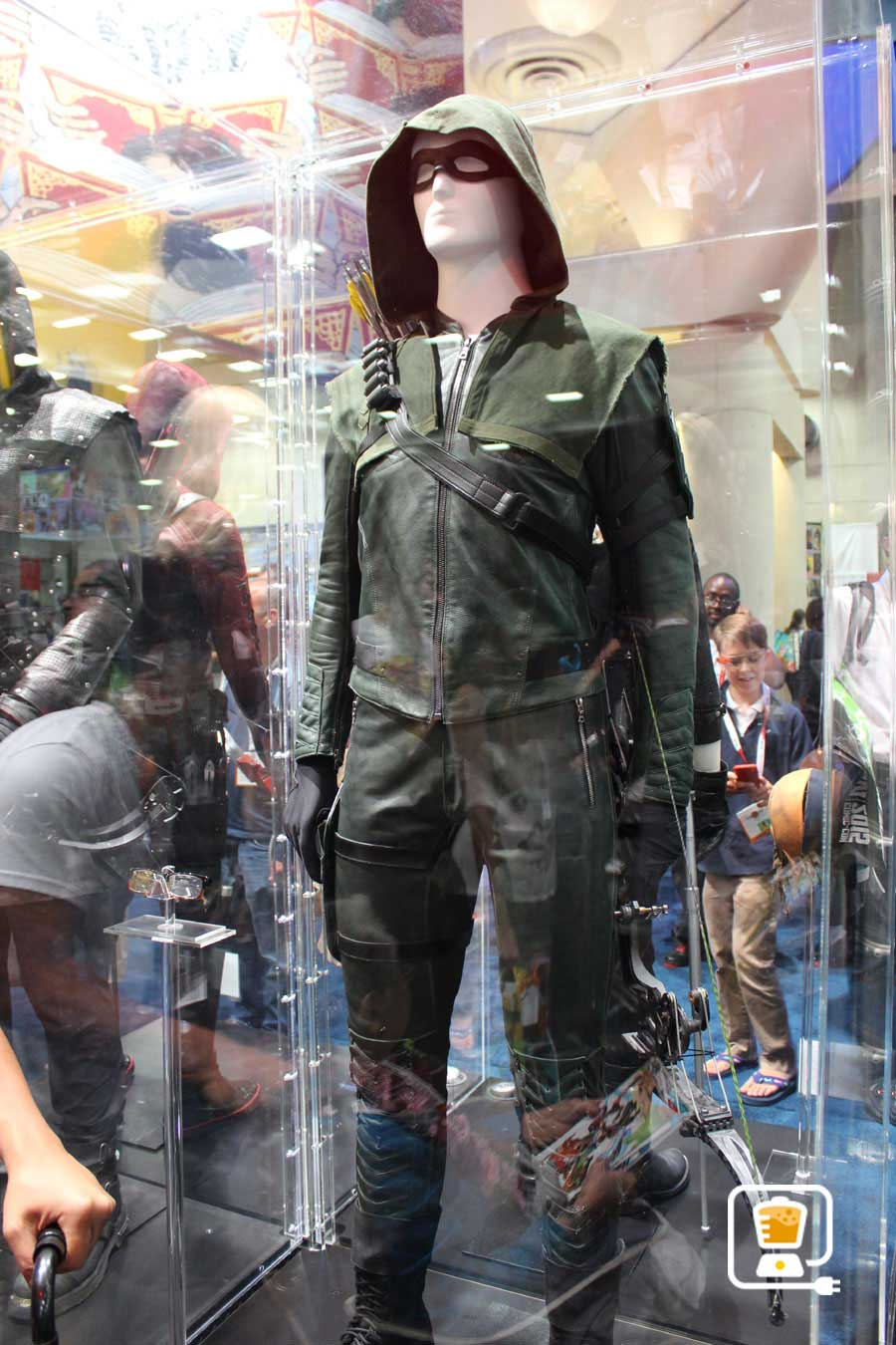 See Flash And Arrow's Amazing Costumes And Gadgets On Display At Comic-Con #32889
