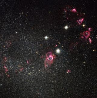 hubble galaxy holmbergII bubbles