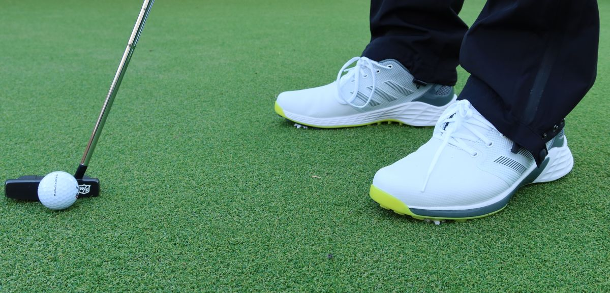 Golf shoes: spiked or spikeless? That is the question, and here are your answers