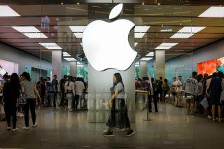 Apple patent smart clothes
