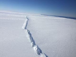 antarctica-pine-island-glacier-rift