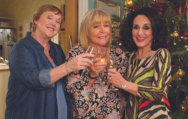 Tracey tiene noticias para Sharon y Dorien en este especial festivo de larga duración