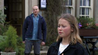 Liv hooks up with stranger Max in Emmerdale