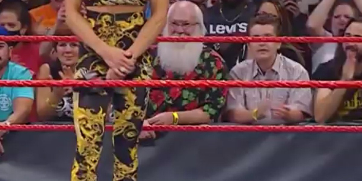 Monday Night Raw Had A Santa Lookalike Ringside, And Fans Were Loving It