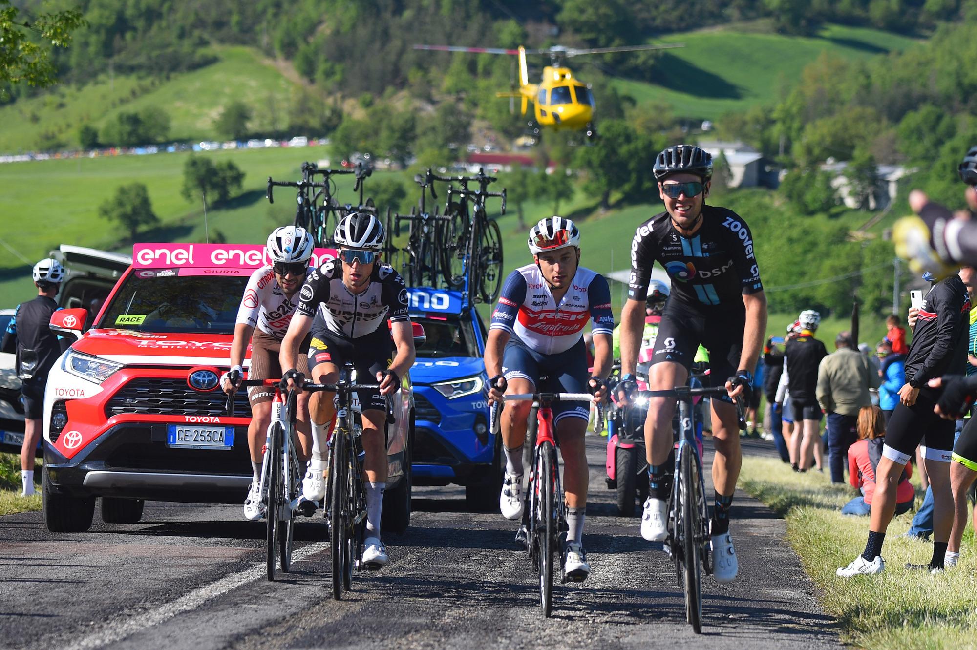 Giro d'Italia 2021 - 104th Edition - 12th stage Siena - Bagno di Romagna 212 km - 20/05/2021 - Andrea Vendrame (ITA - AG2R Citroen Team) - Christopher Hamilton (AUS - Team DSM) - Gianluca Brambilla (ITA - Trek - Segafredo) - photo Dario Belingheri/BettiniPhoto©2021