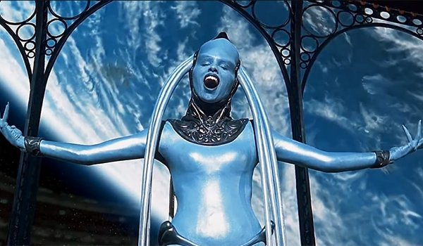 Diva Plavalaguna in The Fifth Element