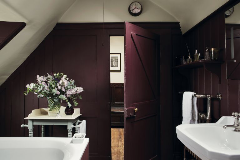 colors that go with purple bathroom