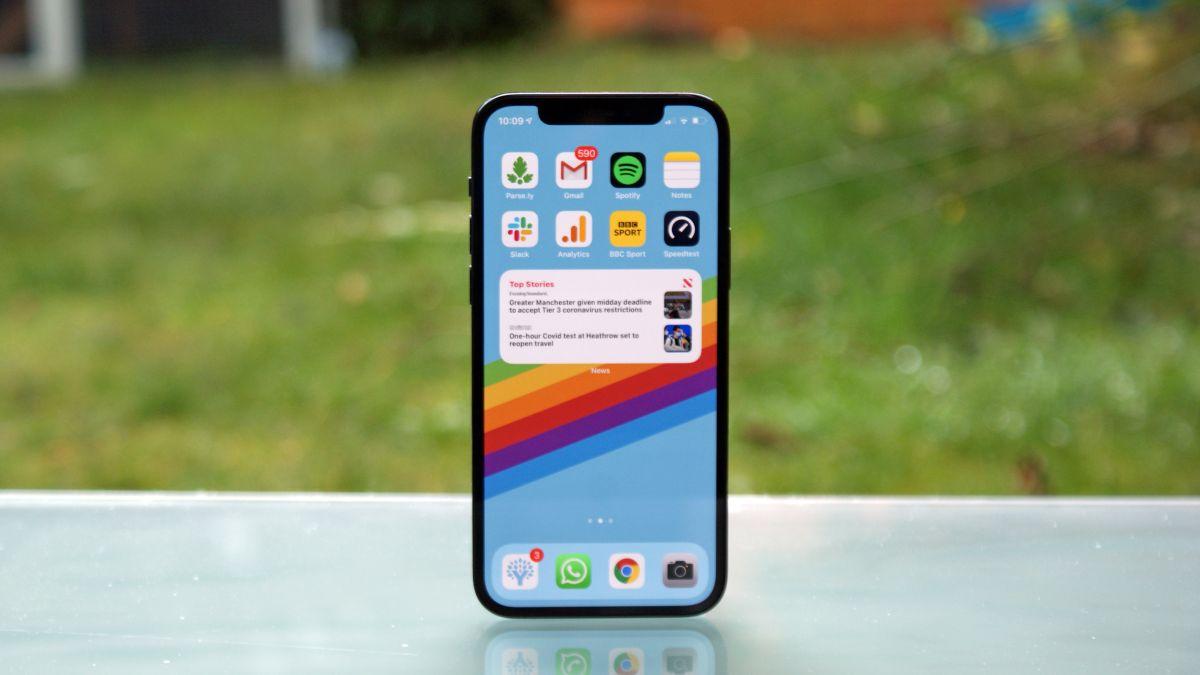 Dummy-enhet av iPhone 13 Pro har läckt ut och ger oss den bästa titten på mobilen hittills