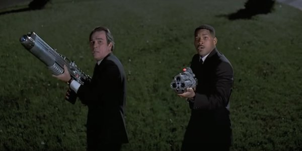 Men In Black Will Smith and Tommy Lee Jones' weapons