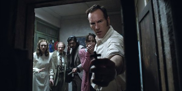Patrick Wilson Vera Farmiga The Conjuring 2 Ed Warren holding a cross shocked faces