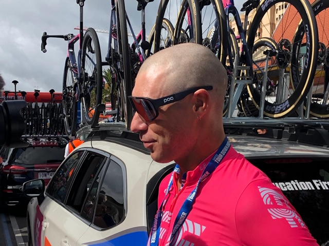 Micth Docker with a shaved head at the start of stage 5