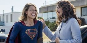 How Lynda Carter Helped Supergirl With That Old School Wonder Woman Reference