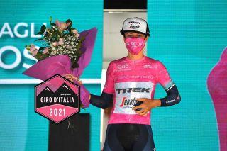 Ruth Winder (Trek-Segafredo) in the Giro d'Italia Donne leader's jersey