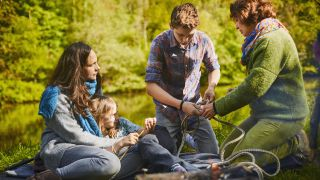 best camping knots: family trying out knots