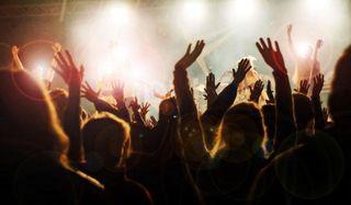 concert-crowd-110414-02