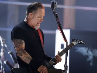 Now it can be said: Hetfield's a 'giver'