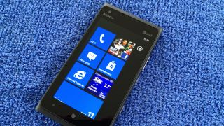 Lumia 900 shortage unrelated to data connectivity issues