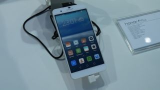 Three takes Honor 6 Plus offline and into UK stores
