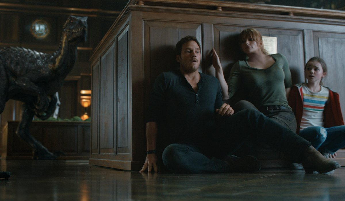 Jurassic World: Fallen Kingdom Owen Claire and Maisie hiding from the Indoraptor