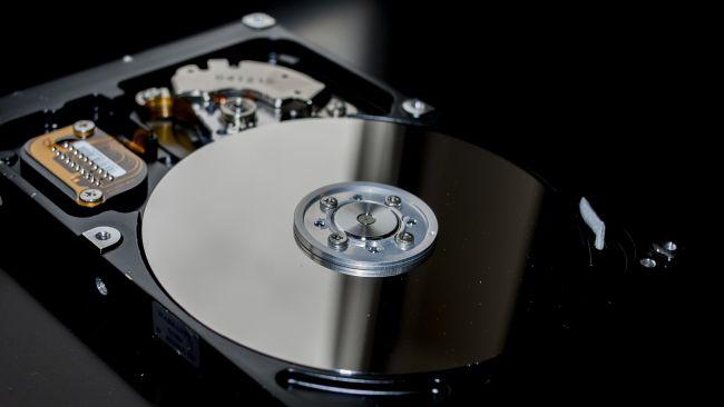 Semakin tinggi RPM hard drive, semakin cepat kinerjanya
