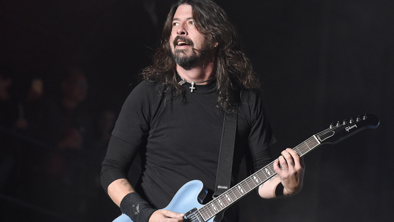 Watch Dave Grohl thrill fans with Foo Fighters classic as he busks in Seattle