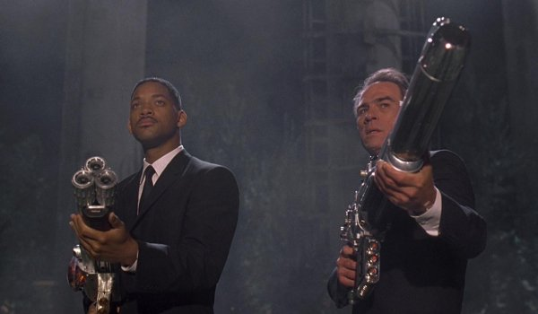 Men In Black Will Smith and Tommy Lee Jones aim their future guns at an alien