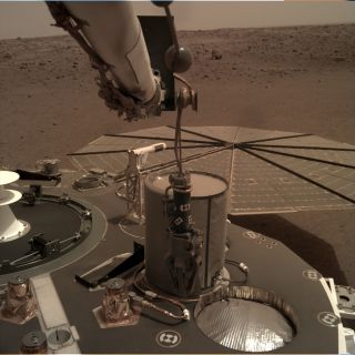 nasa's insight mars lander uses its robotic arm-mounted Instrument Deployment Camera