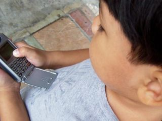 Internet users wary of kids using the mobile 'net