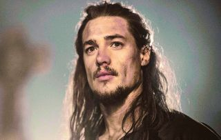 Following the dramatic ending to last week's episode of the epic historical drama, Uhtred's (Alexander Dreymon) plans to reclaim his lands in Bebbanburg are put on hold.