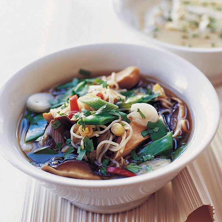 Chicken and shiitake mushroom noodle soup recipe-soup recipes-woman and home-new recipes