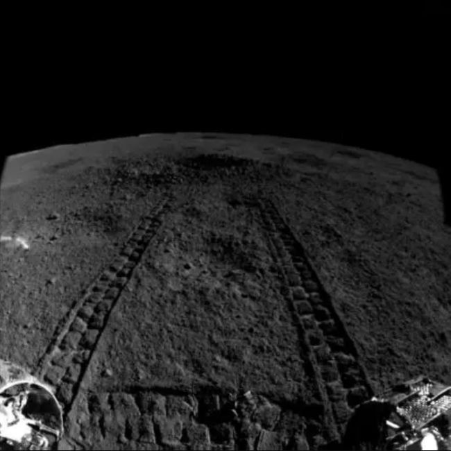 Tracks showing Yutu-2's approach to the crater for analysis of the gel-like substance.