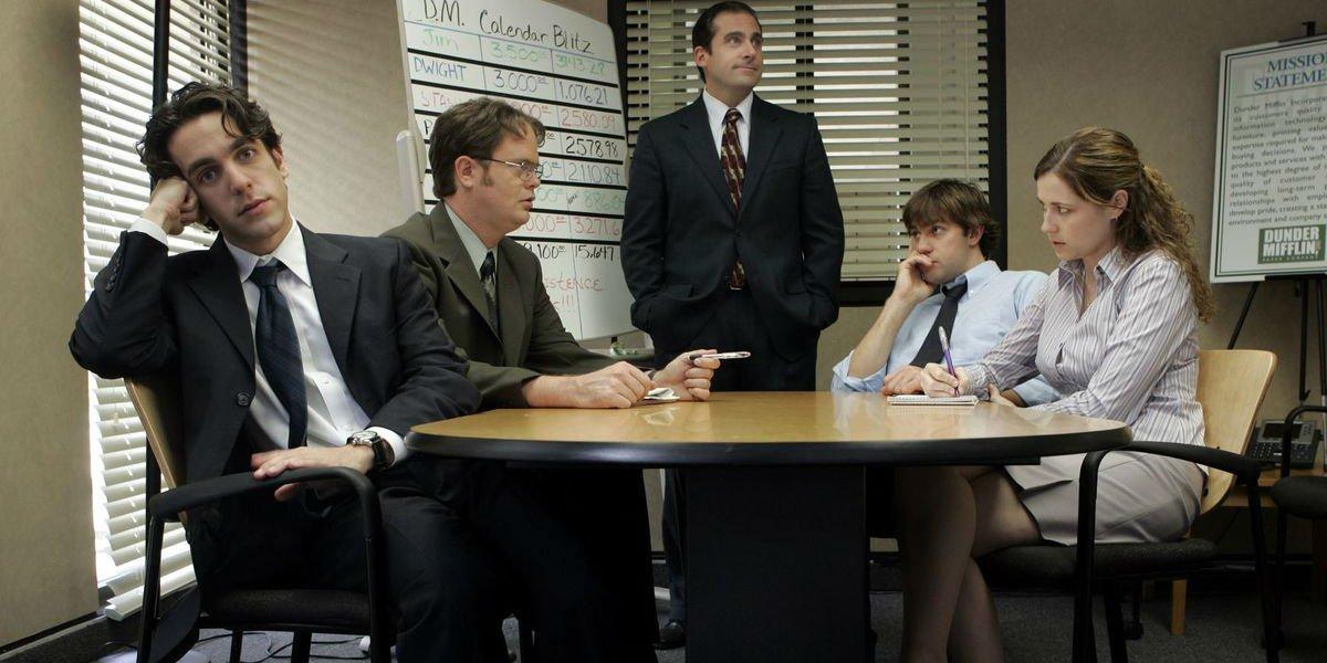 John Krasinski, Steve Carell, Rainn Wilson and cast of The Office hashing it out.