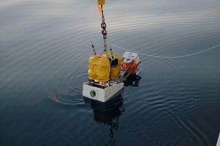Ocean-bottom seismometer