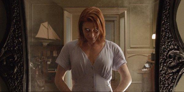 Oculus woman grinning in mirror