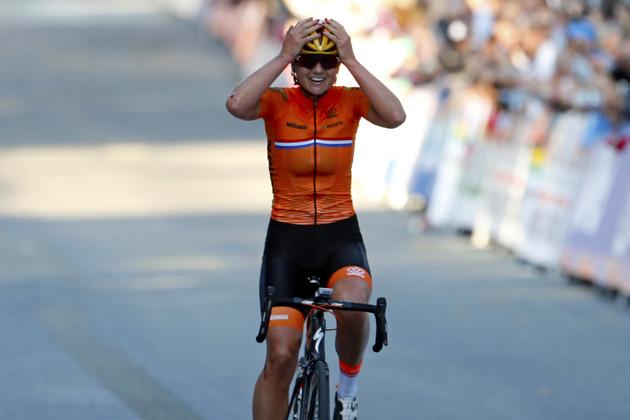Chantal Blaak wins the elite women s road race at the 2017 World  Championships d6a7c340c