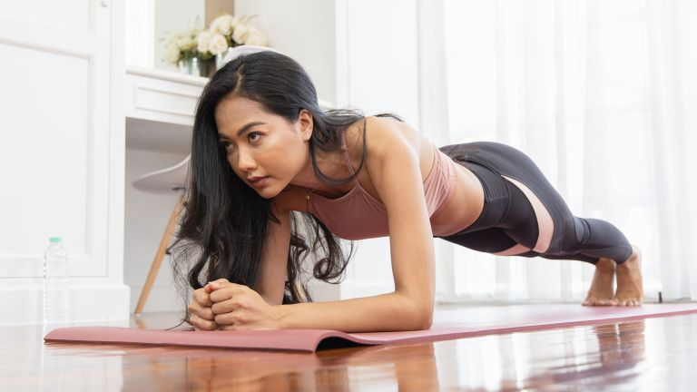 Take our 30 day abs challenge for a killer core workout
