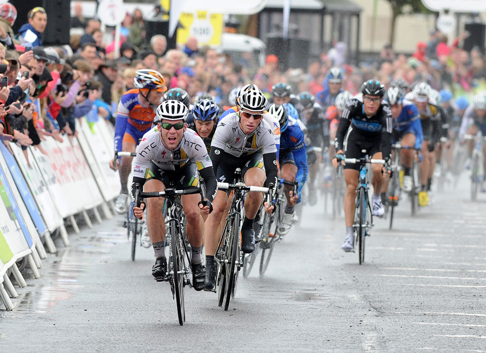 Mark Cavendish wins sprint, Tour of Britain 2011, stage one
