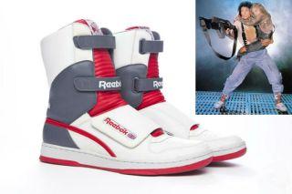 """""""Aliens"""" shoes"""