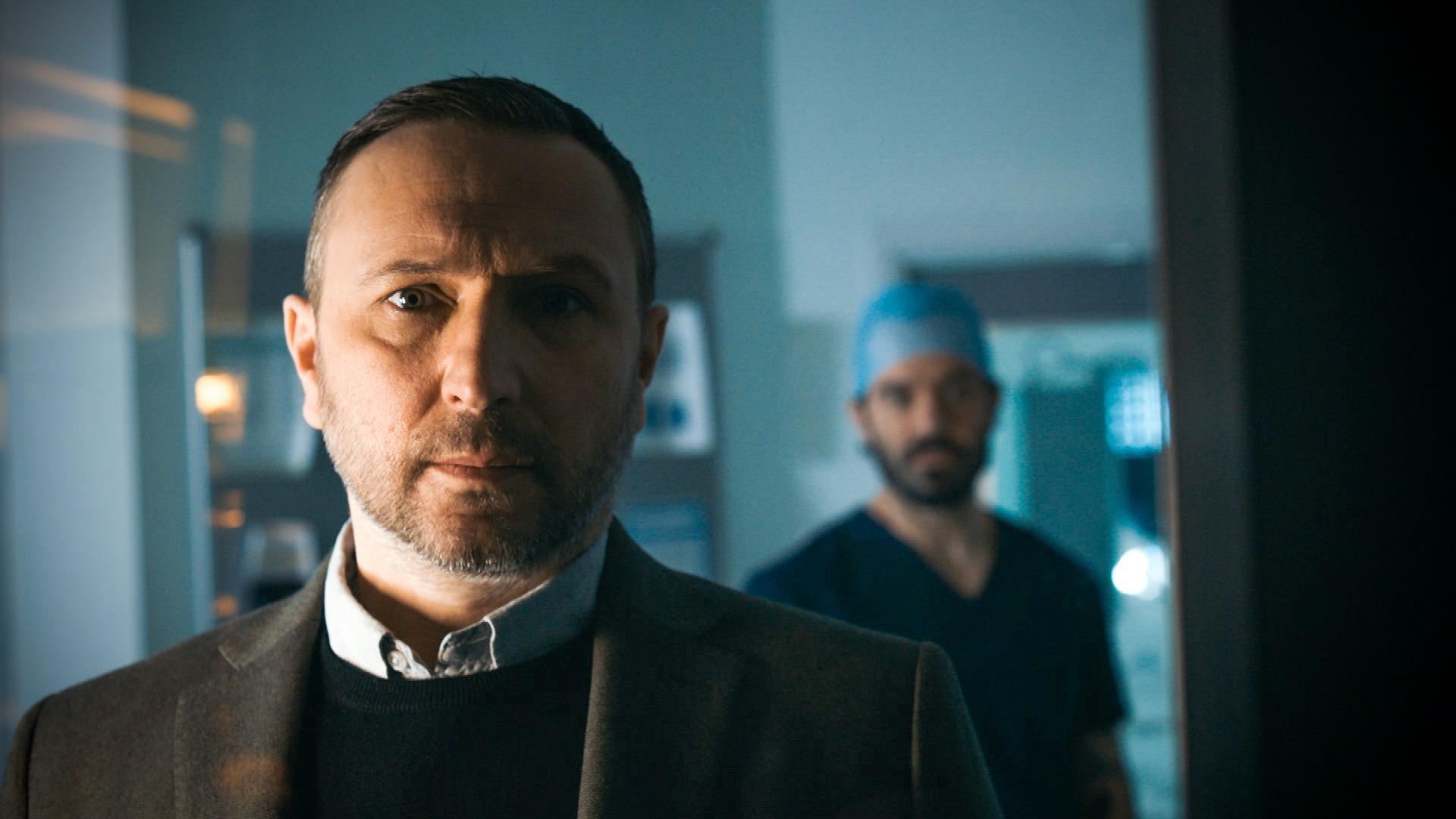 Alex Walkinshaw interpreta a Fletch en Holby City