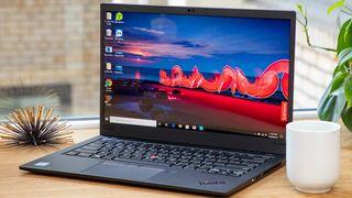 La mejor computadora portátil universitaria para estudiantes de negocios: ThinkPad X1 Carbon