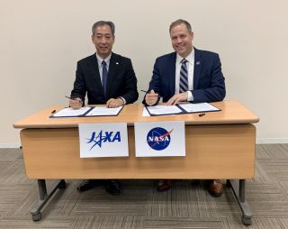 Hiroshi Yamakawa, president of the Japan Aerospace Exploration Agency, and NASA Administrator Jim Bridenstine signed a statement on lunar exploration on Sept. 24, 2019, in Tokyo.