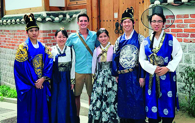 Chef Donal Skehan takes us on an entertaining tour of Asia in this weekday series, and his first stop is Hong Kong.