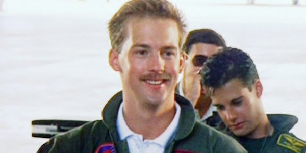 Goose smiling in Top Gun