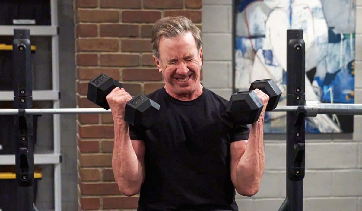 tim allen's mike baxter lifting weights on last man standing season 9
